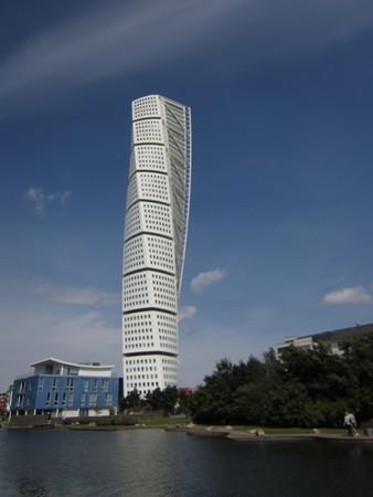 ▲▼瑞典一個不到三十萬人的小鎮,也有如此炫目的建築物。(圖/郭紀子提供)
