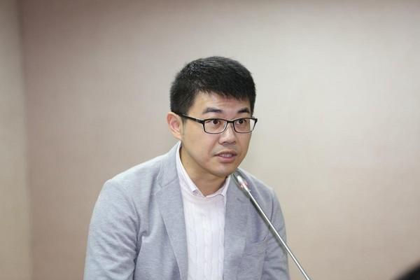 金門醫院精神科主治醫師、台大醫院精神科兼任主治醫師徐志雲,同時在台大醫院專責「同志諮詢門診」。