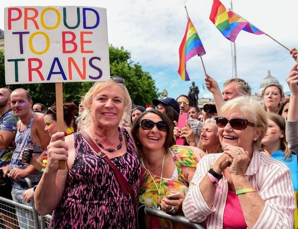 今年7月在英國倫敦街頭舉行的同志驕傲大遊行有上萬人參加,其中也有許多跨性別者參與其中。(東方IC)