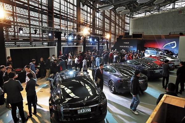 電動車與人工智慧,是Joe今年看好的投資領域。圖為電動車展。