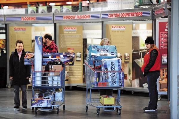 美國景氣轉佳,連帶民間消費力也提升,Joe建議投資美國量販店的ETF。(東方IC)