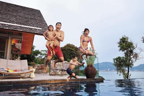 艾力克斯認為,帶小孩旅遊,是刺激孩子視野與雄心最好的辦法。(翻攝自艾力克斯Alex臉書)