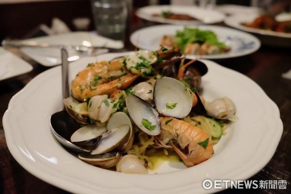 墾丁南灣人氣餐廳!在迷路小章魚 望著海吃地中海摒擋