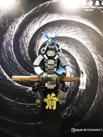 香港公仔教父的Michael Lau(左),為MR-G打造出獨一無二的藝術品。
