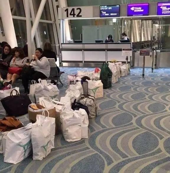排隊、泰國(圖/翻攝自Weibo)