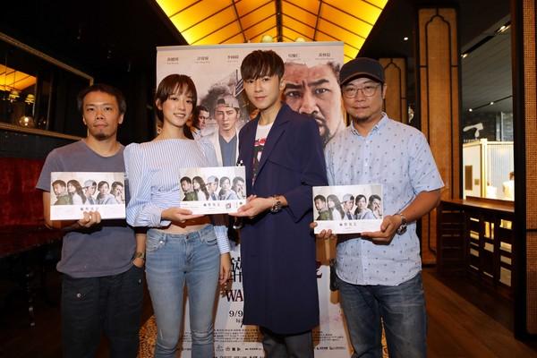 ▲《麻醉風暴2》高雄簽書會 左起導演蕭力修、孟耿如、李國毅、導演洪伯豪。(圖/公視提供)