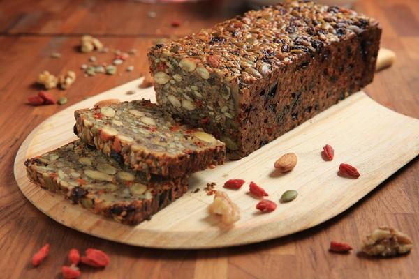 「枸杞雜糧種子麵包」口感有如餅乾,漫溢堅果香氣。(200元/250g)