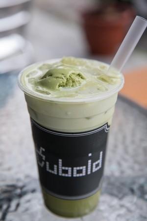 鮮艷濃口的「抺茶拿鐵冰淇淋」是近來超夯飲品。(70元/杯)