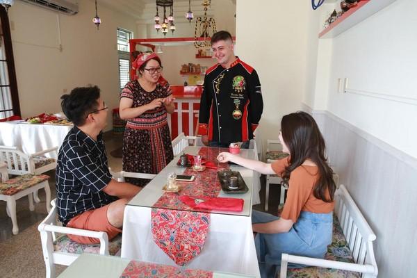 異國夫妻檔在自家樓下開餐館,透過料理,分享土耳其文化。