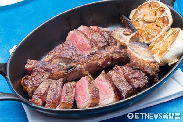 ▲A CUT美Brandt乾式熟成40天丁骨牛排24盎司。(圖/台灣記者朋友黃士原拍照)