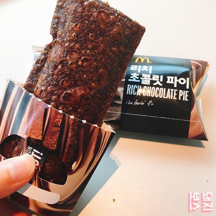 ▲南韓麥當勞巧克力派。(圖/翻攝돼지보스 출격粉絲專頁)