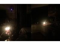 ▲媽媽籠前點蠟燭,鳥寶排排站祈求:別再停電啦~(圖/網友林嘉蕙提供,請勿隨意翻拍,以免侵權。)