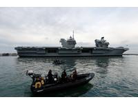 ▲▼伊麗莎白女王號航空母艦抵達樸茨茅斯。(圖/路透社)