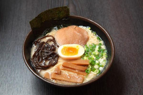 Mr.拉麵的招牌料理,是台灣1小時時薪就吃得起的平價日式拉麵。(110元/碗)