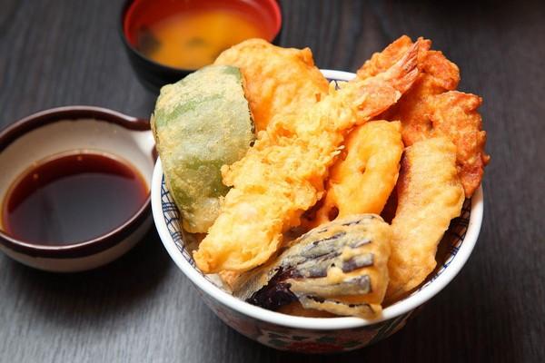 除了拉麵,今年Mr.拉麵也開賣具台南風味的虱目魚天婦羅丼飯。(190元/碗)