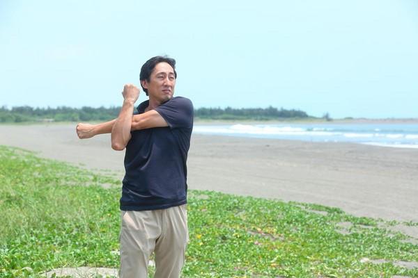 每天野崎孝男都在住家附近,舊稱「三鯤鯓」的安平漁光島海邊晨跑。