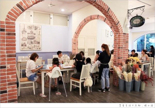 夢境單調花牆、兒童專區!台中窯烤披薩花圃餐廳