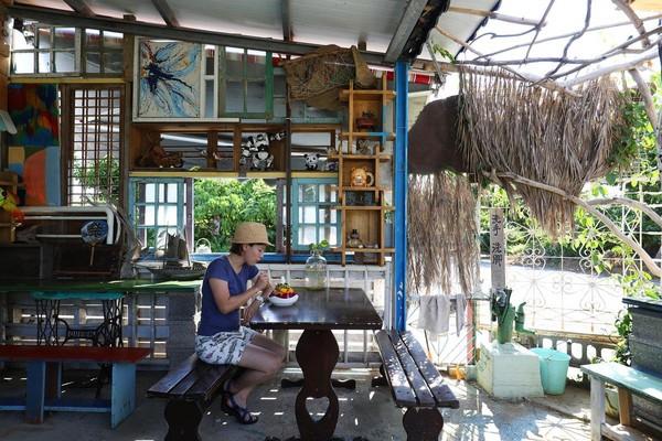 天台角冰店的舊店面,是用漂流木打造的小屋,在這裡吃冰氣氛超好。