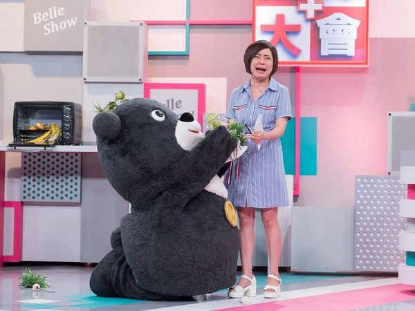 ▲熊讚失業到電視台遞履歷。(圖/TVBS提供)