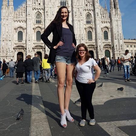▲▼腿長133公分!俄羅斯女籃球員再破金氏紀錄。(圖/翻攝自臉書/Ekaterina Lisina)