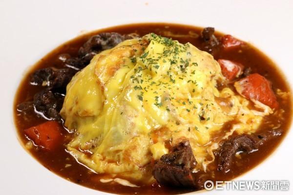 欧式红酒炖牛肉滑嫩欧姆蛋包饭制作时间长达四个多小时.