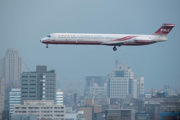 快讯/远东航空飞机出机棚发生擦撞 松机国内航班大误点
