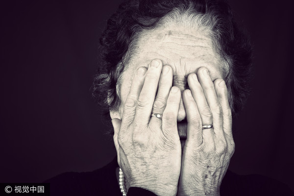 ▲老人,哭,哭泣,老婦,奶奶,阿嬤。(圖/視覺中國)