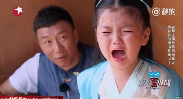 小女孩想念爸爸的心情哭啦.(图/翻摄自秒拍)-阿拉蕾哭啦 孙红雷