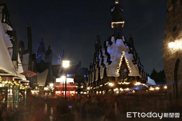 金色星芒围绕霍格华兹!日本环球圣诞必看夜间魔法灯光秀