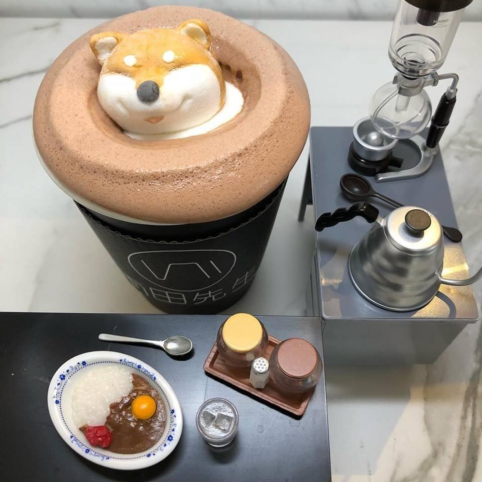 雨田先生手冲饮品的部长鲜奶茶,有可爱的柴犬棉花糖.