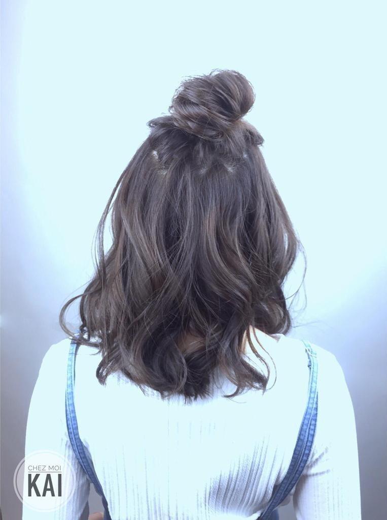 松散编发   刻意不梳光亮的公主头变化编发,甜美可人 韩式低马尾