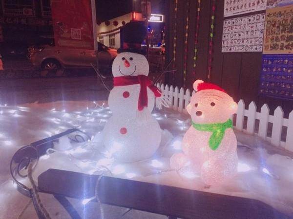 白耶诞树 可爱麋鹿拉雪橇 台中最美的圣诞节造景在柳川水岸