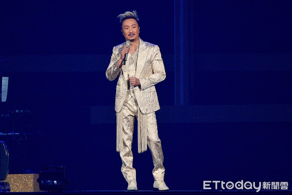 郑中基唱经典歌曲「大忘词!」 最后自嘲:糗了糗