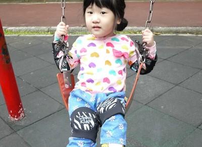 3歲女娃第一天離家上學不哭不鬧 媽媽心疼:妳太堅強了