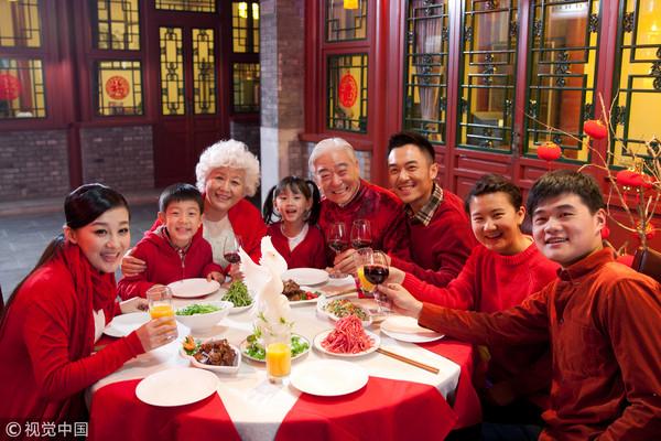 过年,团圆,拜访,亲戚,年夜饭,拜年,新年,庆祝,吃饭,春节,围炉,示意