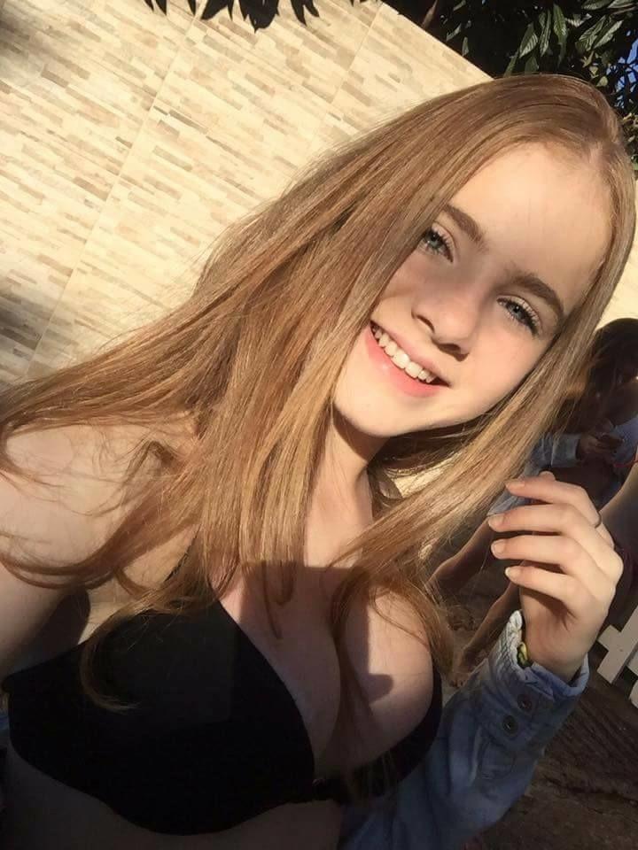西模满脸稚气 发育超车10年 她只有12岁图片