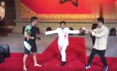 格鬥狂人徐曉冬復出!180秒KO「葉問第4代傳人」 裁判飛撲救人