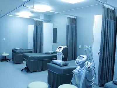 病人過世沒翻床墊 護理師看見「過世爺爺」...隔床也走了!