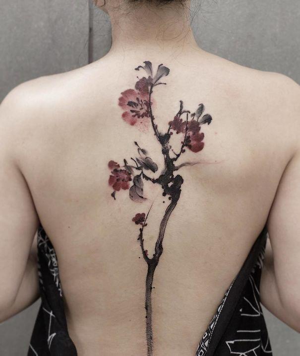 开出生命之花 15张 最美脊椎刺青 谁想得到这麽优雅