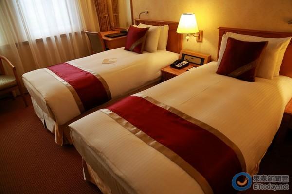 ▼天成大饭店标准房的床铺长,宽加大,铺床层次调整增加舒适感.