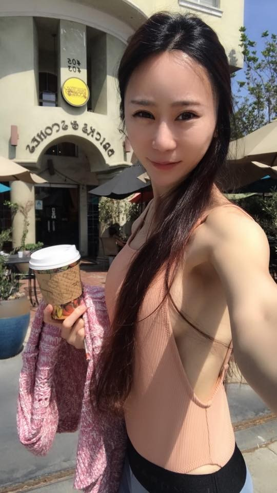美国人自拍性交视频_安晨妤在美国度假自拍,辣露丰满南半球,让人眼睛大吃冰淇淋.