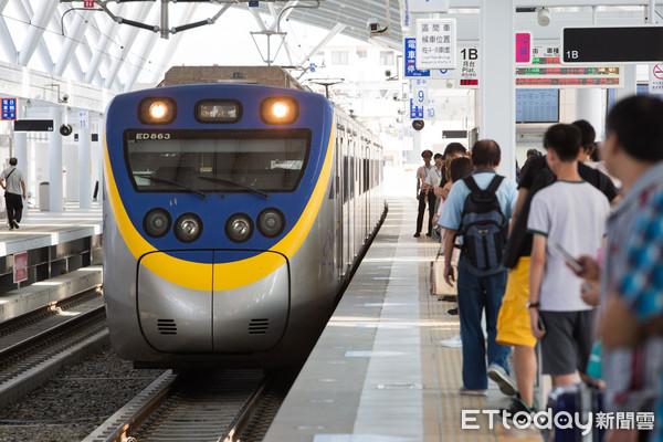▲ 火車 進站, 台 鐵, 台中 站, 區南 車, 月台 (圖 / 記者 季 相 儒 攝)