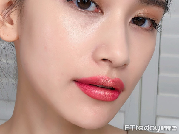 欧美色图老师_饱满显色,又带有细致亮粉的欧美ig闪烁唇.