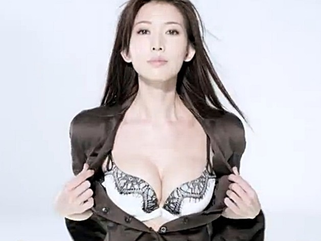 林志玲深沟意外让男童分心 慾望女神 转逼道士还俗