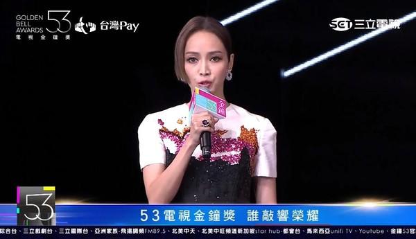 ▲2018第53届电视金钟奖颁奖典礼侯佩岑.(图/翻摄自YouTube)-金