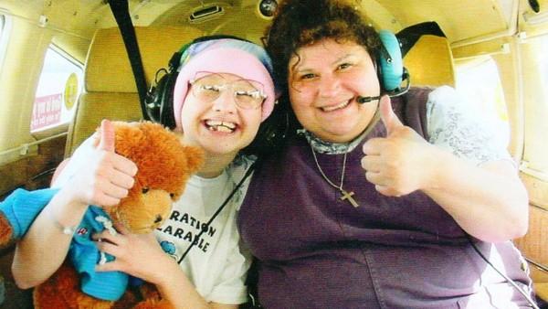 燦笑都是假的!殘障女從輪椅站起來弒母 揭穿經營24年的騙局