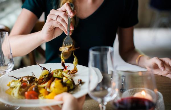 餐廳,吃飯,用餐,高級餐聽,約會。(圖/取自免費圖庫stocksnap)