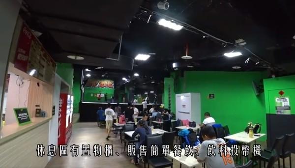▲台北Flip out跳跳床樂園。(圖/截自溜出門影片)