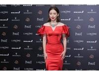 ▲2018第55屆金馬獎星光大道,《紅衣小女孩》徐若瑄。(圖/攝影中心攝)