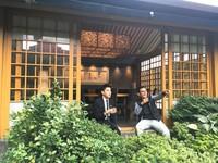 ▲▼公關Danny(左)表示,在台北大樓中很難找到這樣的庭園造景。(圖/記者陳建竹攝)